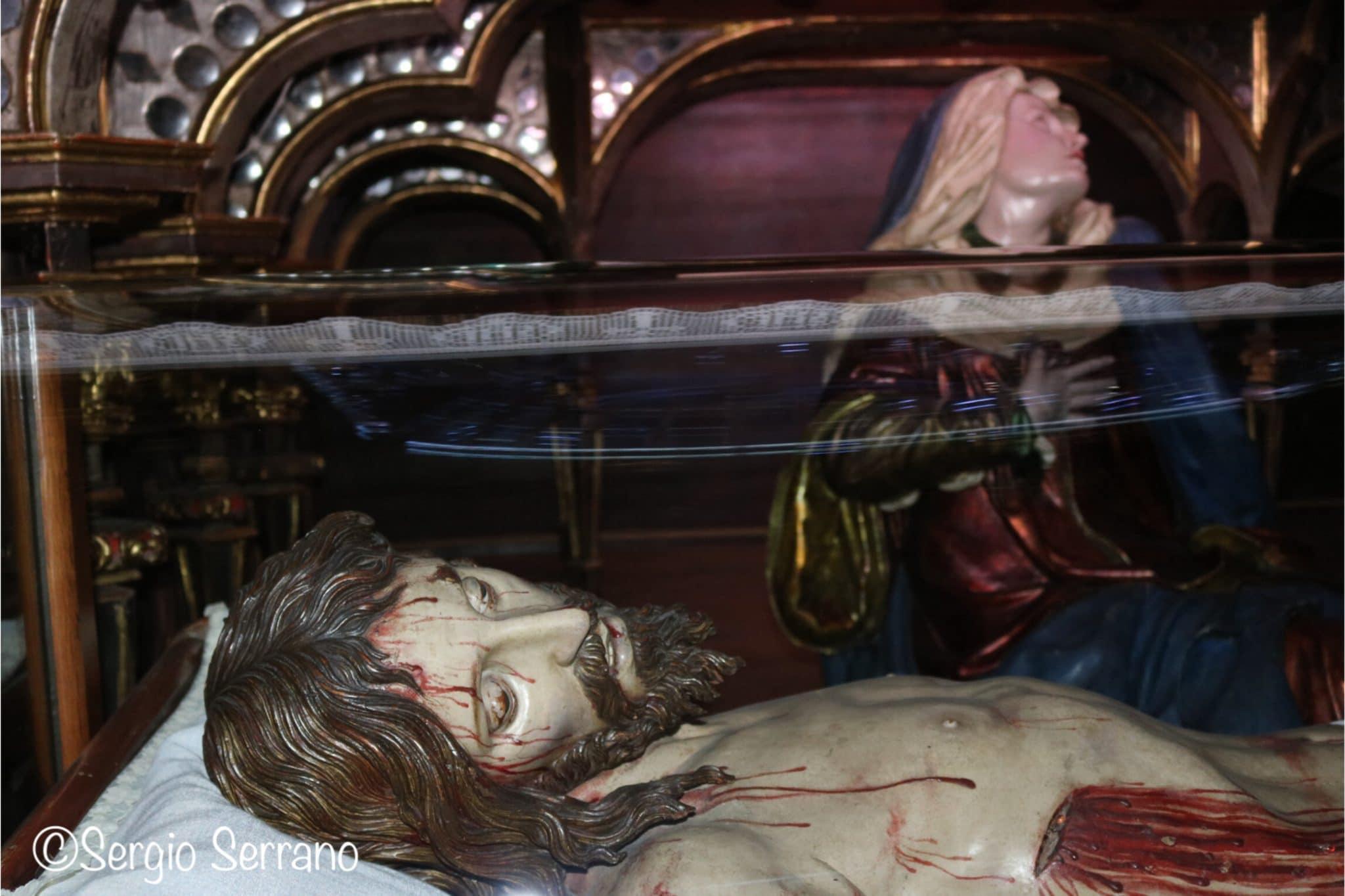 Semana Santa en Valladolid - Procesión cofradía del descendimiento y santo Cristo de la buena muerte