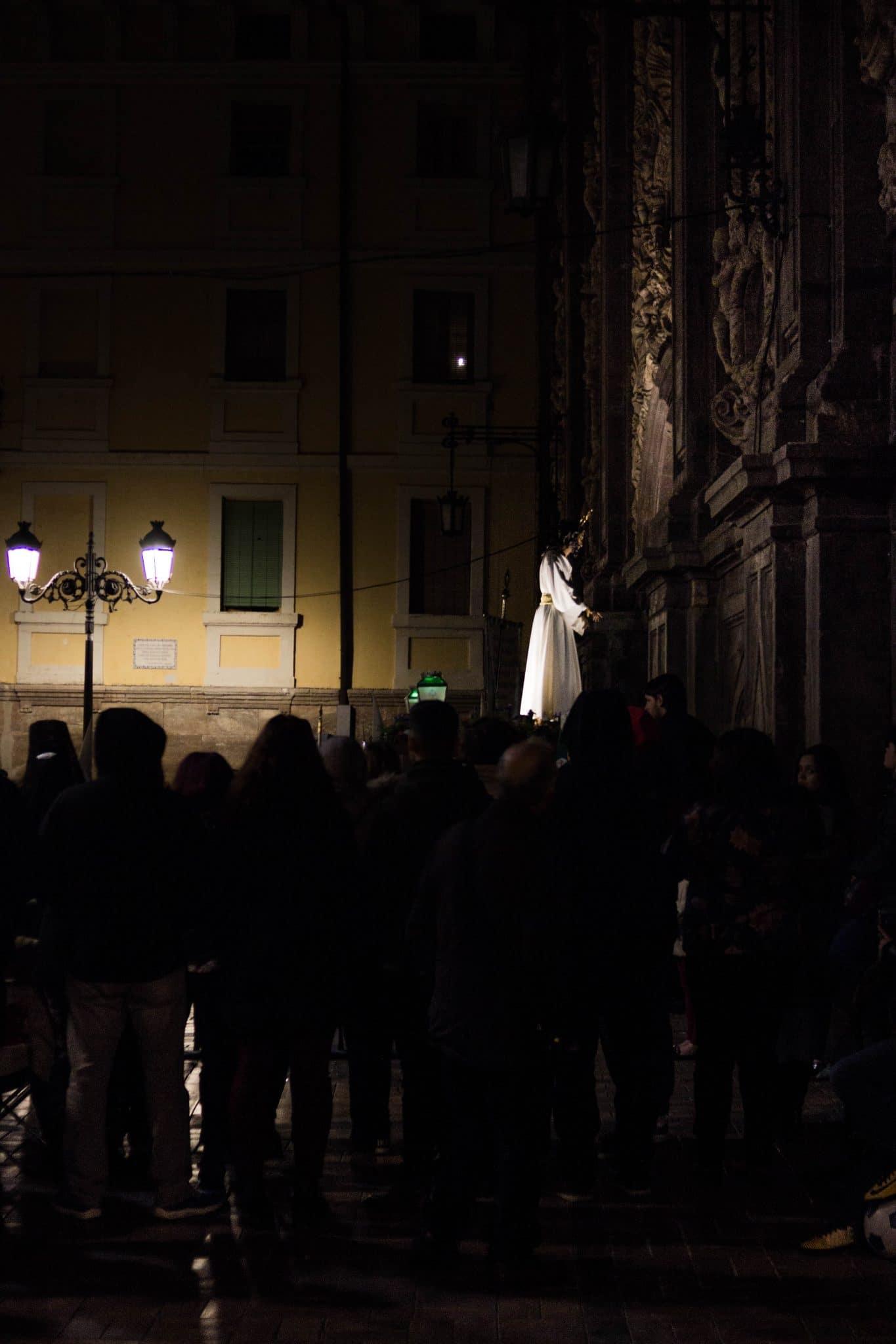 Cofradía de Jesús de la Soledad ante las Negaciones de San Pedro y de San Lamberto (Zaragoza) 1