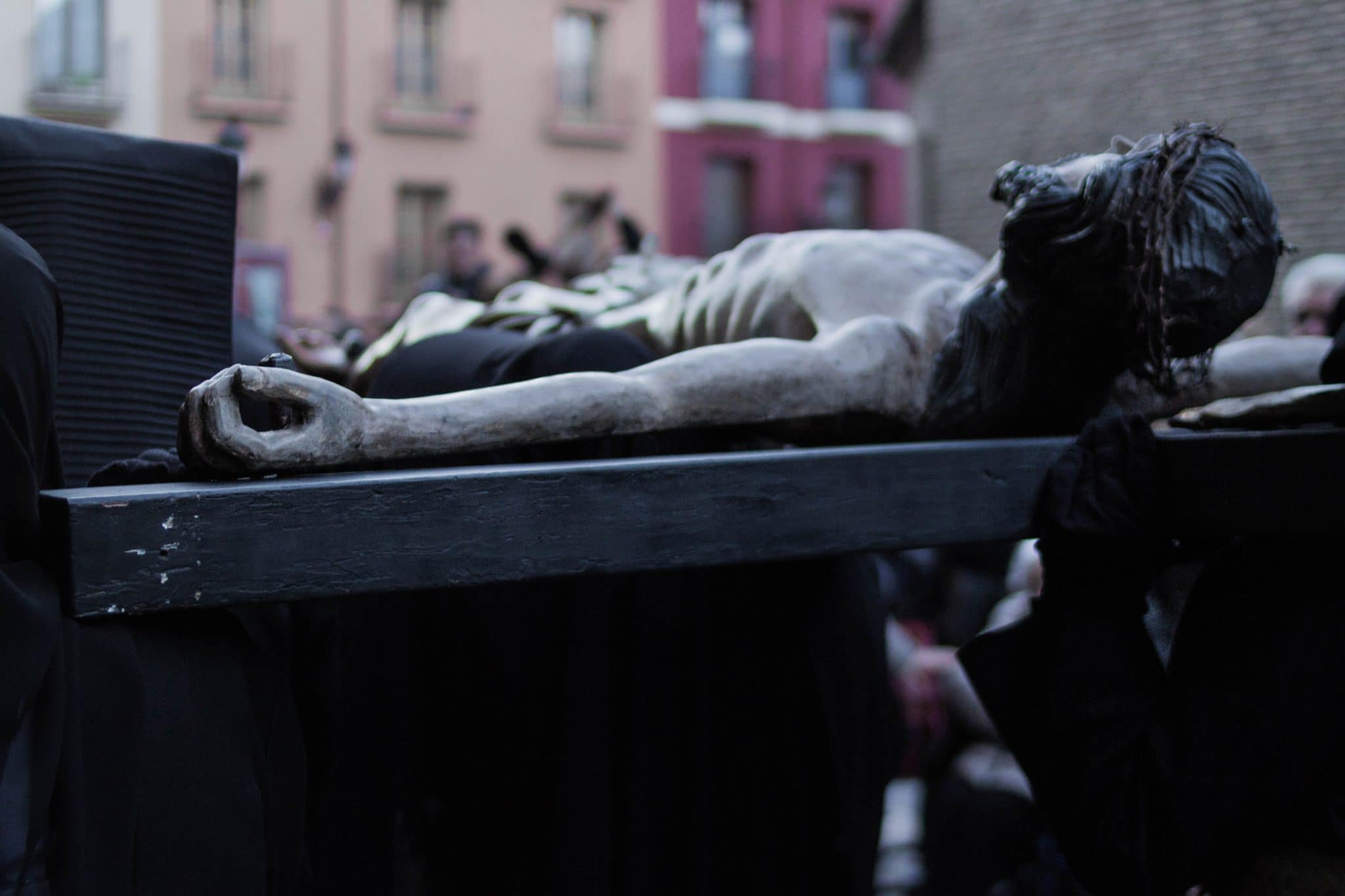 Semana Santa en Zaragoza - Via Crucis Parroquial Silencio-Esclavas